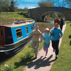 Take a jog along the Oxford Canal. Oxford England, Cs Lewis, The Visitors, Great Britain, The Locals, Geography, Places To Visit, To Go, British