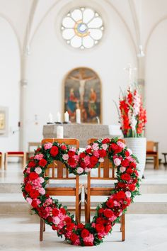 Breathtaking wedding decoration at the church. #Hochzeit #Dekoration