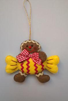 Gingerbread Ornaments, Felt Christmas Ornaments, Christmas Gingerbread, Christmas Crafts, Easy Christmas Decorations, Felt Decorations, Christmas Themes, Felt Ornaments Patterns, Christmas Sewing