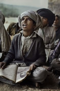Com entusiasmo!!!  Fotografia: Steve McCurry.