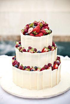 フルーツ主役のウェディングケーキのデザイン&アイディア画像集【イチゴ・ベリー・マスカット】 - NAVER まとめ