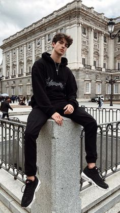 Black monochrome look - Estilos masculinos - Kids Style Beautiful Boys, Pretty Boys, Estilo Bad Boy, Mode Swag, Bad Boy Style, Bad Boy Aesthetic, Men Photoshoot, Photography Poses For Men, Hot Boys