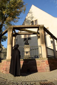Luther's first stop was his birthplace, where he was amazed to find a monument of himself in front of the Luther Birth House. He didn't quite recognize the house at first, though, since it had to be rebuilt after a fire.