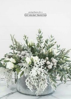 Post-Holiday Gorgeous Winter Flower Arrangement Pretty Post-Holiday Flowers for the Home – Earnest H Christmas Flowers, Winter Flowers, Noel Christmas, Christmas Candles, Christmas Floral Designs, Christmas Buffet, Silver Christmas, Scandinavian Christmas, Winter Flower Arrangements