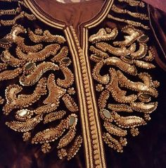 Bead Embroidery Jewelry, Beaded Embroidery, Embroidery Stitches, Hand Embroidery, Caftan Gallery, Moroccan Caftan, Beaded Collar, Caftan Dress, Mode Style