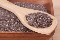 There are many healthy benefits of chia seeds. Many nutritionists suggest using chia seeds for weight loss as part of a balanced diet. Healthy Snacks, Healthy Eating, Healthy Recipes, Stay Healthy, Superfoods, Chia Benefits, Health Benefits, Plant Based Diet, Omega 3