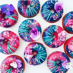 Happy Labor Day, everyone! May your day be as sweet as these sprinkly donuts from Syafiqah♥ Fancy Donuts, Cute Donuts, Delicious Donuts, Delicious Desserts, Kreative Desserts, Fancy Sprinkles, Doughnut Shop, Donut Decorations, Donut Glaze