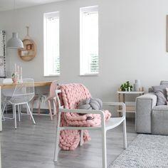 Ikea 'Ypperlig' chair @stijlinge love this yarn blanket