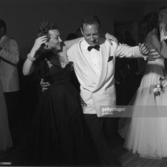 Actors Gloria Swanson and William Holden dance together at a party at Swanson's house, Los Angeles, California. Golden Age Of Hollywood, Hollywood Glamour, Old Hollywood, Hollywood Actresses, Erich Von Stroheim, Billy Wilder, Classic Actresses, Old Tv, Old Movies