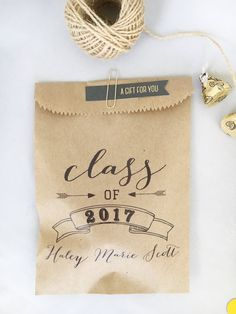 Graduation Party Favors, 5x7 recycled kraft paper Goodie Bags to be filled with Candy, Cookies or Gifts, Personalized Packs of 25 Graduation Favors add that little something extra to your celebration & let your guests know how much you appreciate them taking the time to attend your special event. These graduation favors are designed to be right on trend for 2017 Graduates, featuring a beautiful calligraphy paired with classic fonts... =RAW MATERIALS I begin with recycled brown pape...