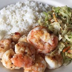 www.sizzlefish.com What do your post workout meals look like SizzleFish fans? @gisellefalla made a quick plate of @sizzlefishfit shrimp topped with lemon, Asian Stirfry and jasmine rice! A simple and healthy meal to refuel and keep you #poweredbyfish! .  Head to our website