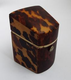 """BEAUTIFUL RARE ENGLISH ANTIQUE c1870 FAUX """"EXCELLENT QUALITY GENUINE ENGLISH 19TH CENTURY NEEDLE CASE/HOLDER IN THE FORM OF AN ANTIQUE KNIFE BOX. HAS A HINGED LID WITH SPRUNG PUSH-BUTTON LID OPENER AND INSIDE HAS A PARTITIONED INTERIOR. IN LOVELY CONDITION, THE HINGED LID WORKS PERFECTLY AND OPENS AND CLOSES SECURELY. THE FAUX TORTOISESHELL IS IN GREAT CONDITION, NO CRACKS OR REPAIRS AND HAS A WONDERFUL COLOUR. THE INTERIOR COW BONE LID EDGING IS ALL INTACT, TORTOISESHELL SEWING NEEDLE CASE…"""