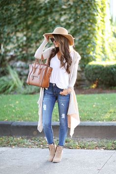 20 Casual Outfit Ideas for Business Women - Pretty Designs Mode Outfits, Casual Outfits, Fashion Outfits, Womens Fashion, Feminine Fall Outfits, Fur Vest Outfits, 30 Outfits, Maternity Outfits, Fall Winter Outfits