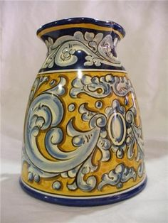 Cerámica artística de Toledo J. Serrano. Producto. Coil Pots, Italian Pottery, Hand Painted Ceramics, Ceramic Painting, Bunt, Glass Art, Art Projects, Porcelain, Clay