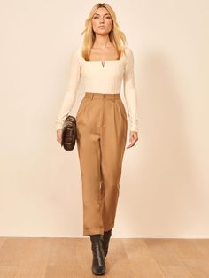 Get on tops. This is a hip length top with a square neck and small slit at neckline. The Delancey Top pairs well with the Arie Pant. Short Outfits, Chic Outfits, Fall Outfits, Fashion Outfits, Japanese Fashion, European Fashion, Aesthetic Fashion, Aesthetic Clothes, Vintage Outfits