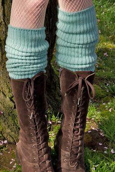 Waah wanting slouchy socks like these so hard...love the boots too
