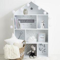 Házikó alakú könyvespolc, fehér-szürke - MABIBLI - ❤️ Időtálló design, kedvező áron ❤️ Butopêa Girls Bedroom, Decoration, Toddler Bed, Shelves, Storage, Simple, Table, Studio, House