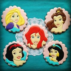 Super Birthday Cupcakes For Kids Disney Princess Ideas Iced Cookies, Royal Icing Cookies, Yummy Cookies, Cupcake Cookies, Cookies Et Biscuits, Sugar Cookies, Disney Princess Cookies, Disney Cookies, Disney Princess Birthday