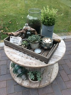 Great Totally Free cottage Herb Garden Style Handy dandy strategies for growing a culinary herb garden and also a list of herbs to begin with if Diy Herb Garden, Herb Garden Design, Diy Garden Decor, Garden Pots, Herbs Garden, Balcony Plants, Herb Planters, Most Beautiful Gardens, Pallets Garden