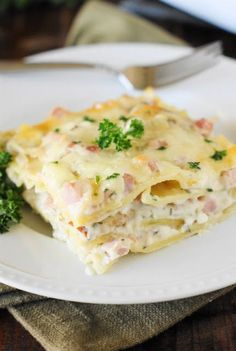 I love it when you can turn the leftovers from a main dish, like ham, into a completely different main dish for another night! This recipe transforms your leftover ham into perfectly delicious ham and cheese lasagna. Pasta Dishes, Food Dishes, Main Dishes, Side Dishes, Diner Recipes, Cooking Recipes, Dessert Recipes, Tortellini, Ravioli