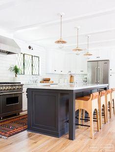 Navy + White ... #Kitchen #Design #KitchenDesign