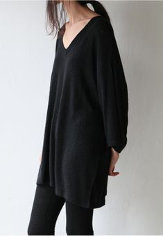 death-by-elocution: Tunic-length knits. Minimal Chic, Minimal Fashion, Mode Style, Style Me, Chic Minimalista, Use E Abuse, Style Minimaliste, Look Fashion, Womens Fashion