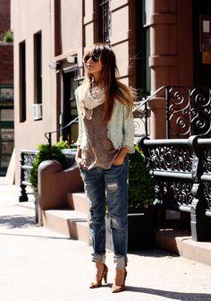 Calça jeans desgastada e jaqueta romantica « Tendências e Consumo