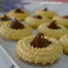 This Pin was discovered by Nur Bulgarian Recipes, Turkish Recipes, Dessert Decoration, My Dessert, Baking Recipes, Cookie Recipes, Dessert Recipes, Galletas Cookies, Cake Cookies