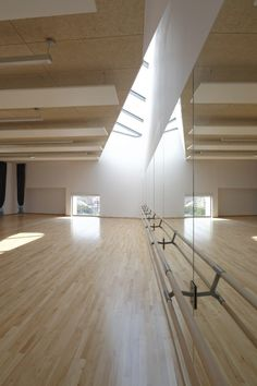 I can imagine that this dance will be a studio performance. (Performed in a studio) Home Dance Studio, Dance Studio Design, Ballet Room, Ballet Studio, Gym Design, House Design, Dance Rooms, Studios Architecture, Studio Interior