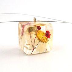 Beth Hemmila of Hint Jewelry: Free Jewelry Making Tutorial: Resin Jewelry