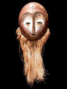 LEGA (Warega) - D. R. Congo Legno, rafia, caolino, pigmenti, patina d'uso cm 27 x 22 solo legno