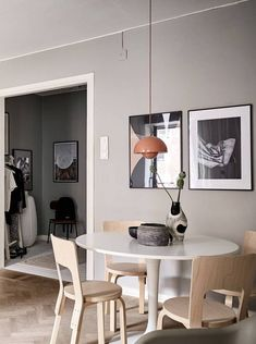 The living room is decorated with a mixture of beige and grey tints, which has a very soft and subtile look. Interior Styling, Interior Decorating, Interior Design, Dining Room Inspiration, Interior Inspiration, Grey Wall Color, Dyi, American Decor, Dining Room Design