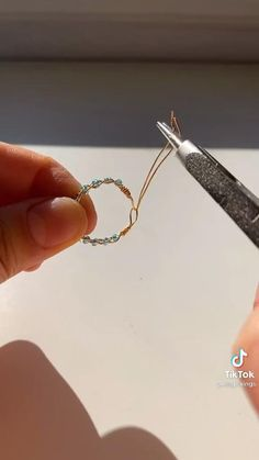 Diy Wire Jewelry Rings, Wire Jewelry Designs, Handmade Wire Jewelry, Diy Crafts Jewelry, Ring Crafts, Bead Jewellery, Beaded Jewelry, Diy Jewelry Videos, Diy Beaded Rings