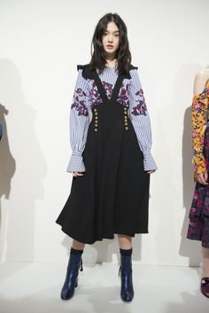 View the Tanya Taylor Fall 2017 RTW collection. See photos and video of the runway show. Look Fashion, 90s Fashion, Couture Fashion, Runway Fashion, High Fashion, Fashion Show, Fashion Outfits, New York Fashion, Fashion Design