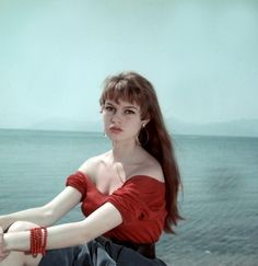 春だから、女っぽ可愛くいきたい!ブリジットバルドー風大人ガーリーのコツ - Yahoo! BEAUTY