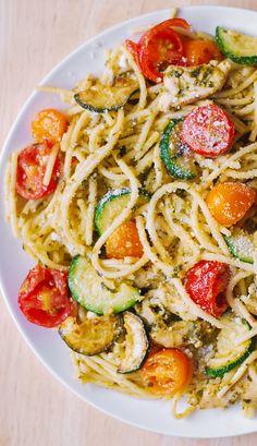 Pasta With Zucchini And Tomatoes, Zucchini Tomato, Zucchini Pasta Salads, Dried Tomatoes, Chicken Zucchini Pasta, Chicken Recipes With Tomatoes, Zucchini Parmesan, Huhn Spaghetti, Chicken Spaghetti