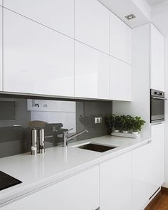 Kitchen wall tiles design - pin models all- Küche Wandfliesen Design – Pinmodealle Kitchen wall tile design – - Modern Kitchen Cabinets, Kitchen Interior, New Kitchen, Kitchen Decor, Kitchen Grey, Kitchen Cabinets No Handles, Kitchen Island, Kitchen Furniture, White Glossy Kitchen