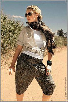 Sarouel court à motif de la taille 44 à 62, une large ceinture smockée,une  belle ampleur, article mode pour femme ronde. Mode Grande taille a49a8b61d5c