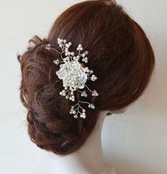 Bridal Hair Comb Wedding Pearl Comb Wedding headpiece PearlWedding #WeddingHairAccessories  #WeddingHairJewelry #BridalHairAccessories #WeddingHeadbans #Bridal # HairAccessories #HairJewelry