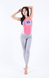 womanshop.com: YOGA + Fitness Rash Guard