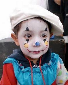 Atelier maquillage sur le thème clown.