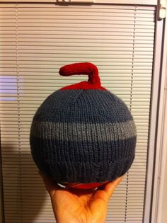 pattern for a knit Curling Stone hat! (fun hobbies for guys) Knitting Stitches, Knitting Patterns Free, Knitting Yarn, Free Knitting, Baby Knitting, Knit Or Crochet, Crochet Crafts, Yarn Crafts, Crochet Things