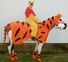 Tigger & Winnie the Pooh. HAHA SO DOING THIS!