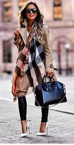 Street Style Looks to Copy Now – FROM LUXE WITH LOVE Givenchy Antigona Bag street style outfit / Designer work bag / street style fashion / work tote bag Cozy Fall Outfits, Spring Outfits, Look Fashion, Street Fashion, Fashion Fall, Fashion Boots, Trendy Fashion, Jeans Fashion, Young Fashion