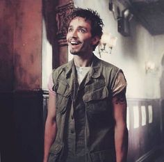 he's the epitome of the surprised pikachu meme Gorgeous Eyes, Beautiful Men, Movies Showing, Movies And Tv Shows, Robert Sheehan, Under My Umbrella, Fandoms, Reaction Pictures, Actors & Actresses