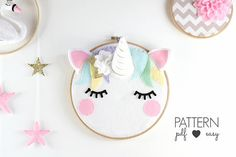 He encontrado este interesante anuncio de Etsy en https://www.etsy.com/es/listing/528106771/unicorn-nursery-art-pattern-unicorn