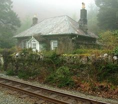english-idylls: Trackside cottage by Brian Negus on Flickr — FUCKITANDMOVETOBRITAIN