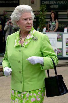 Queen Elizabeth II At The Annual Chelsea Flower Show Get premium, high resolution news photos at Getty Images Queen Elizabeth Photos, Young Queen Elizabeth, Princess Elizabeth, Royal Queen, Queen B, Chelsea Flower Show, Royal Ascot, Princess Margaret Wedding, Show Queen