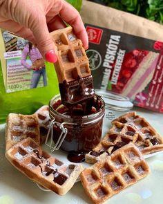 szafi-free-szafi-reform-szenhidrat-csokkentett-zsirszegeny-gofri Garlic Bread, Waffles, Muffin, Paleo, Food And Drink, Gluten, Fitt, Breakfast, Morning Coffee