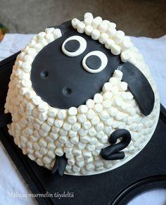 Late Lammas on toki itsellekin tuttu lastenohjelmasta, mutta kakkuna en olekaan siihen aiemmin törmännyt. Kaksi vuotta täyttävien tyttöjen synttäreille sain toivekuvan vastaavanlaisesta lammaskakusta